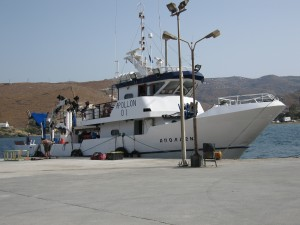 It took 3 days to convert this greek fishing boat into a technical dive platform and included making platforms to be able to climb over the railing, dressing benchs and a ladder.