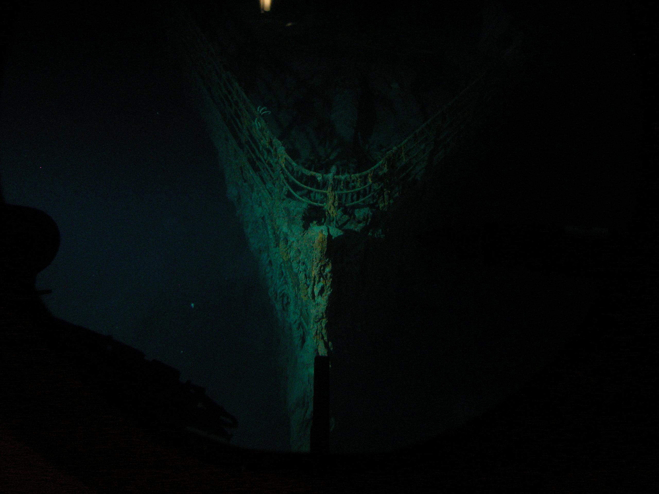 Titanic 012, the bow is the first thing I see on the wreck WOW