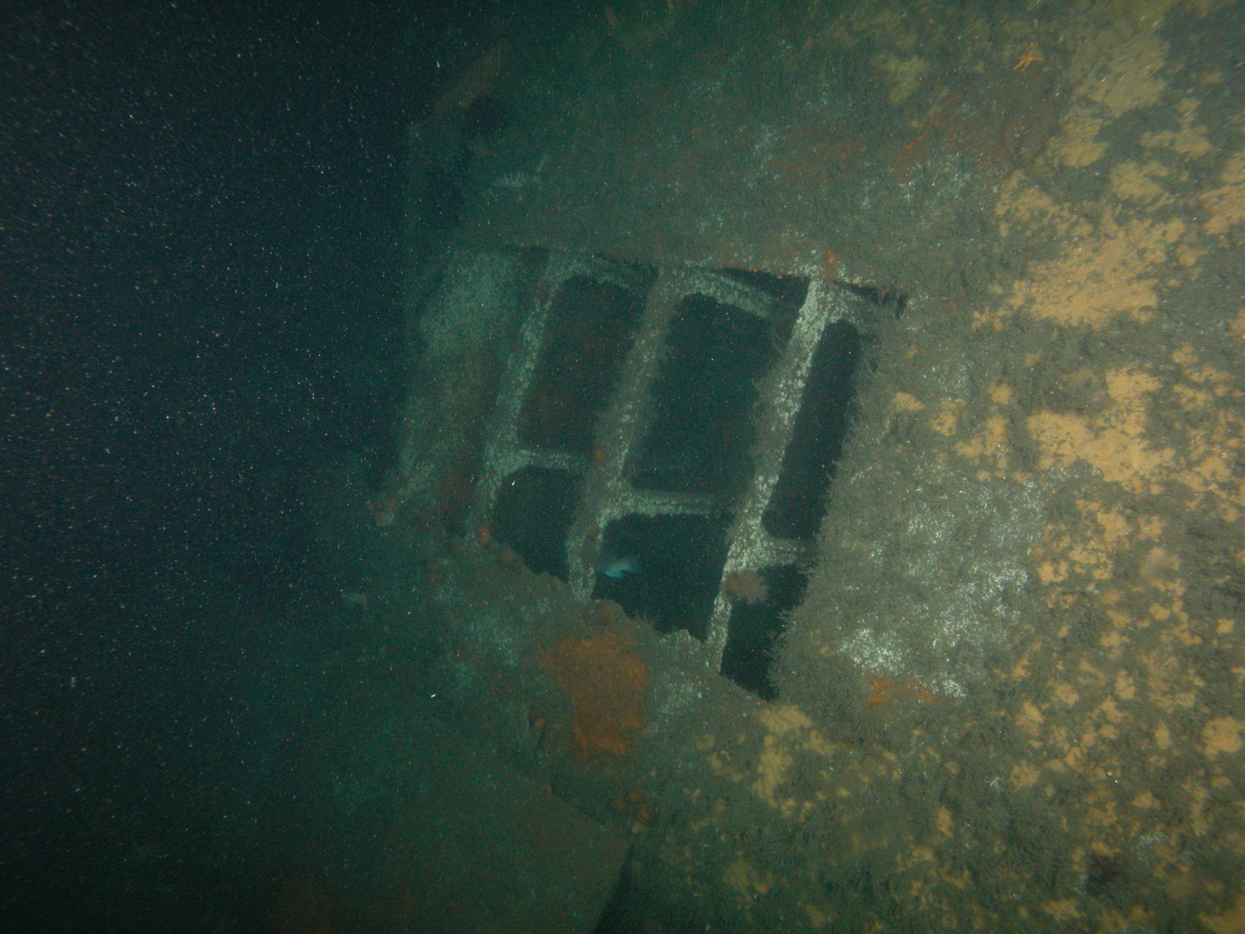 U869 Hull plates falling off the starboard side ballast tanks.